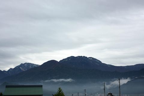 20101103新潟(八海山)初雪.JPG