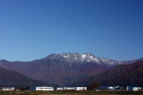20101108_アクアリム(紅葉)紅葉と雪山八海山.JPG