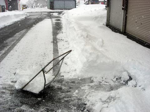 20101226アクアリウム(クリスマス)雪掻き.JPG