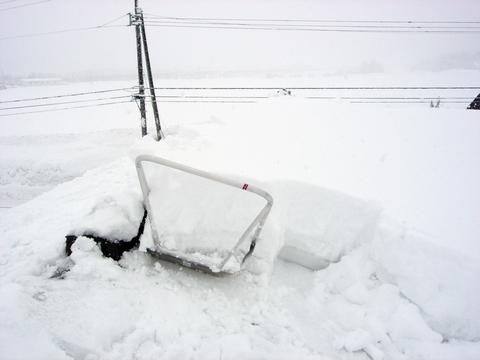 20110215アクアリウム(冬新潟豪雪)屋根の雪下ろし.JPG