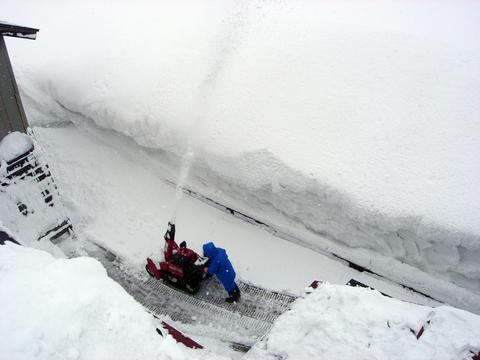 20110215アクアリウム(冬新潟豪雪)除雪車雪飛ばし.JPG